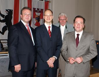 Carsten Spallek mit dem CDU-Landes- und Fraktionsvorsitzenden Frank Henkel (l.), dem ehemaligen Tiergartener Stadtrat Michael Urban (2.v.r.) und dem CDU-Fraktionsvorsitzenden Thorsten Reschke