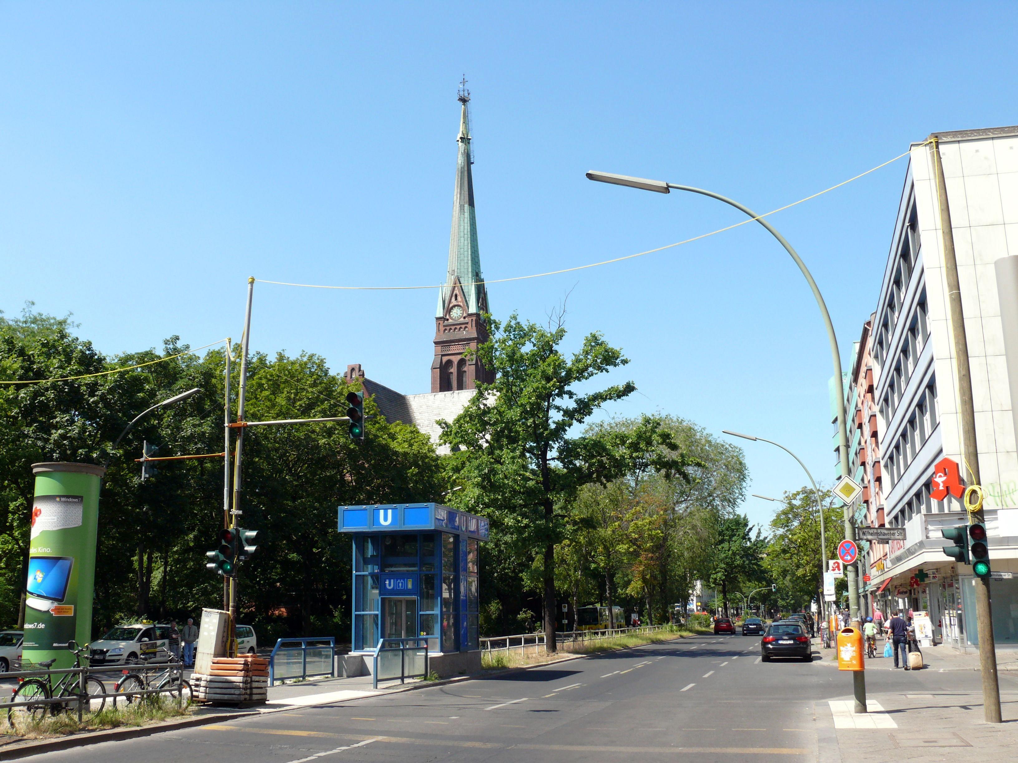 Wann kommt der nächste Bus? U-Bahnhof Turmstraße. Bildquelle: [1]