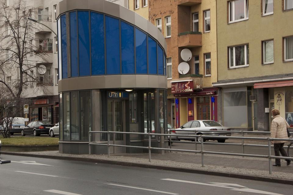 Am U-Bahnhof Rehberge gibt es, was es leider noch nicht überall gibt: Einen Aufzug. Bildquelle: [1]