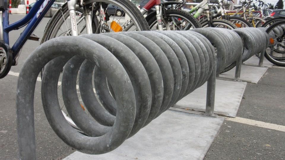 Machen den Radverkehr attraktiver: Fahrradständer